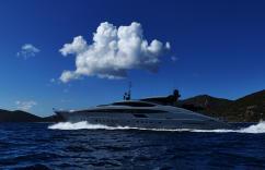http://image.superyachts.com/luxury-yacht-for-sale/242-156-75-c-34aa/okhalila-916.jpg