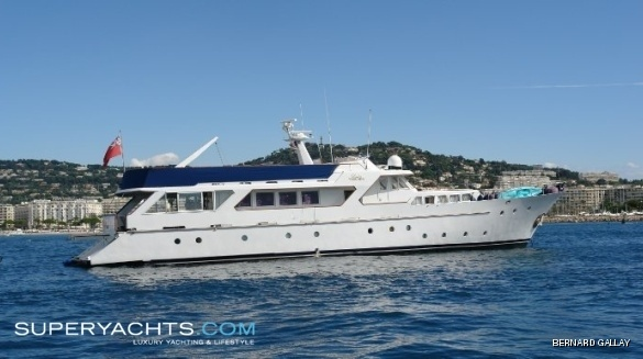 "Lady Roxanne (formerly La Bella,) is a 30m (98' 5"" ft) motor yacht, ..."